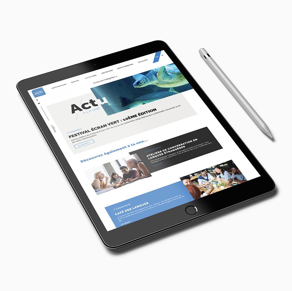 Mise en situation pour le format tablette de la page actualités du site web de la BU de La Rochelle Université